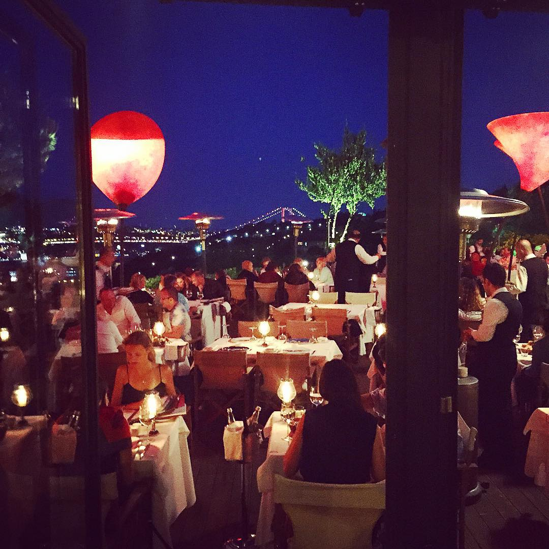 Dining at Sunset Grill & Bar (PHOTO:  Katie Cline )