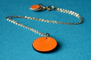 Orange circle necklace 300-200px
