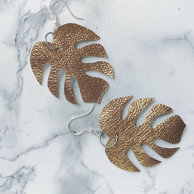 Did you say #walthamstowgardenparty ?  Here is a little taste of what you can expect at the @e17designers market this Saturday ! Can't wait for the event #walthamstowcrafts #tropicalearrings #letitshine