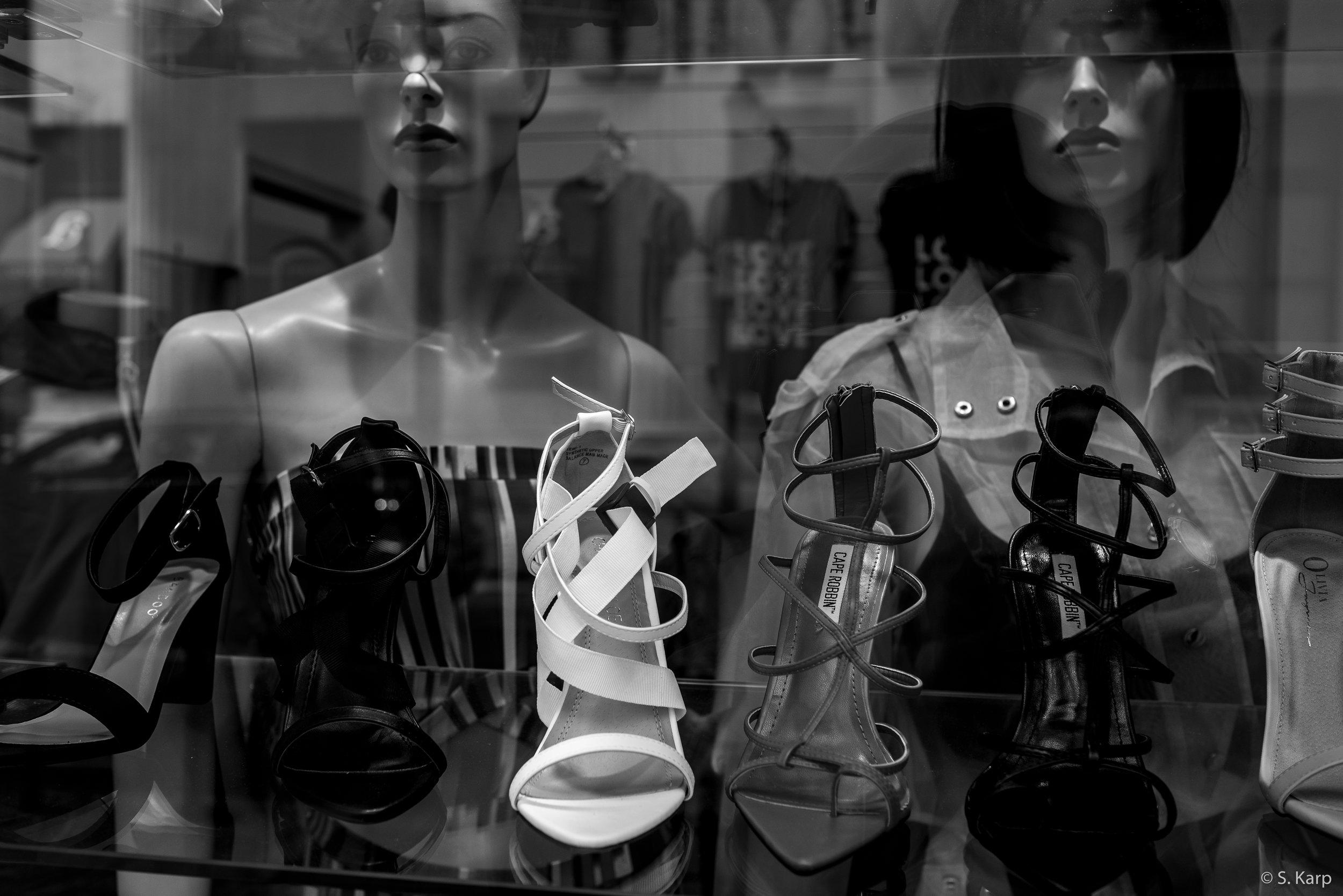 Shop Window, Philadelphia, PA ©2019 Karp.