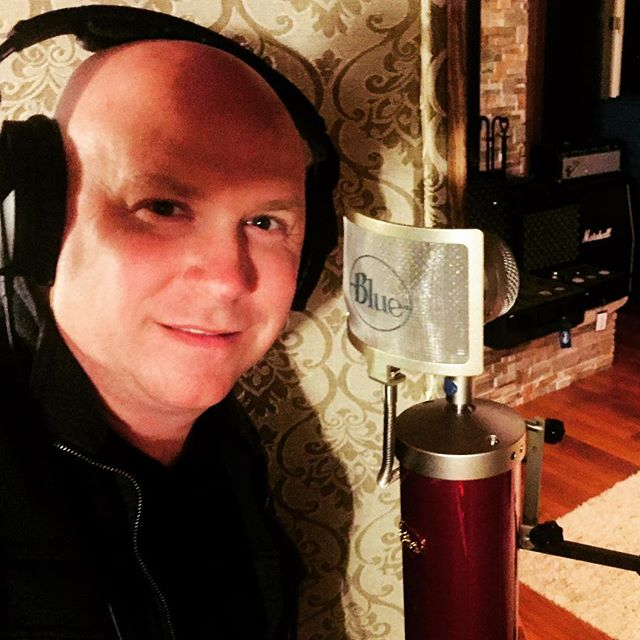 Hey!!! This custom Blue Bottle is beret Raspberry and it sounds amazing!  @bluemicrophones @jason_sheridan @saintjude666 @thedanielmendez @ceeemeg