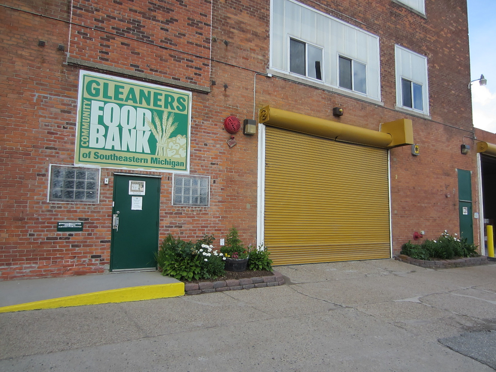 Gleaners Community Food Bank | Contextual Inquiry - A team of my peers and myself conducted a contextual inquiry for Gleaners Community Food Bank, a large food bank in Southeast Michigan in order to understand how to grow and sustain use of their online inventory system.