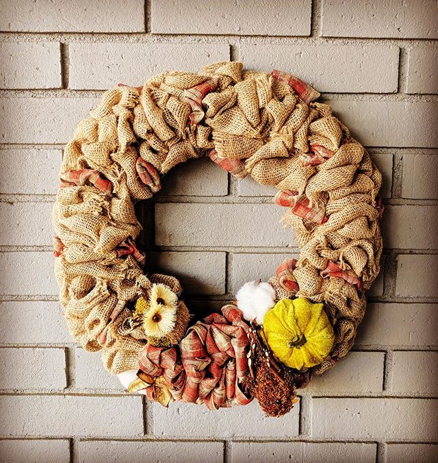 Is your front door Fall ready? You still have time to register for this Wednesday's Fall Burlap Wreath class with us at @bigbossbrewing !! 🤗🍻🧡 Individual results may vary depending on your choice of ribbon and accessories from what we have available 😉