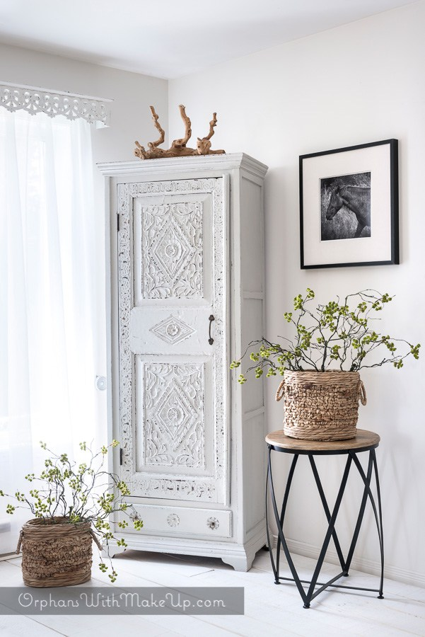 LIGHTENING UP A DARK CARVED INDIAN ARMOIRE WITH PAINT  Click here for the full blog post.