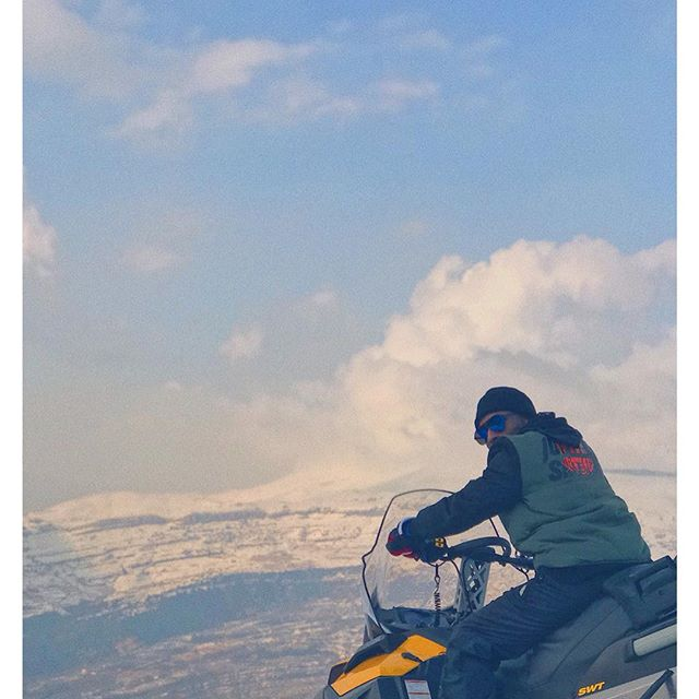 ⚡️⚜️#LivingMyBestLife in Lebanon....literally lol 🇱🇧🖤❤️ . . 📷: @nefertenny . . #Lukay #Lukaymusic #igdaily #photooftheday #pictureoftheday #lebanon #ski #snowboard #zaarour #zaarourclub #tbt