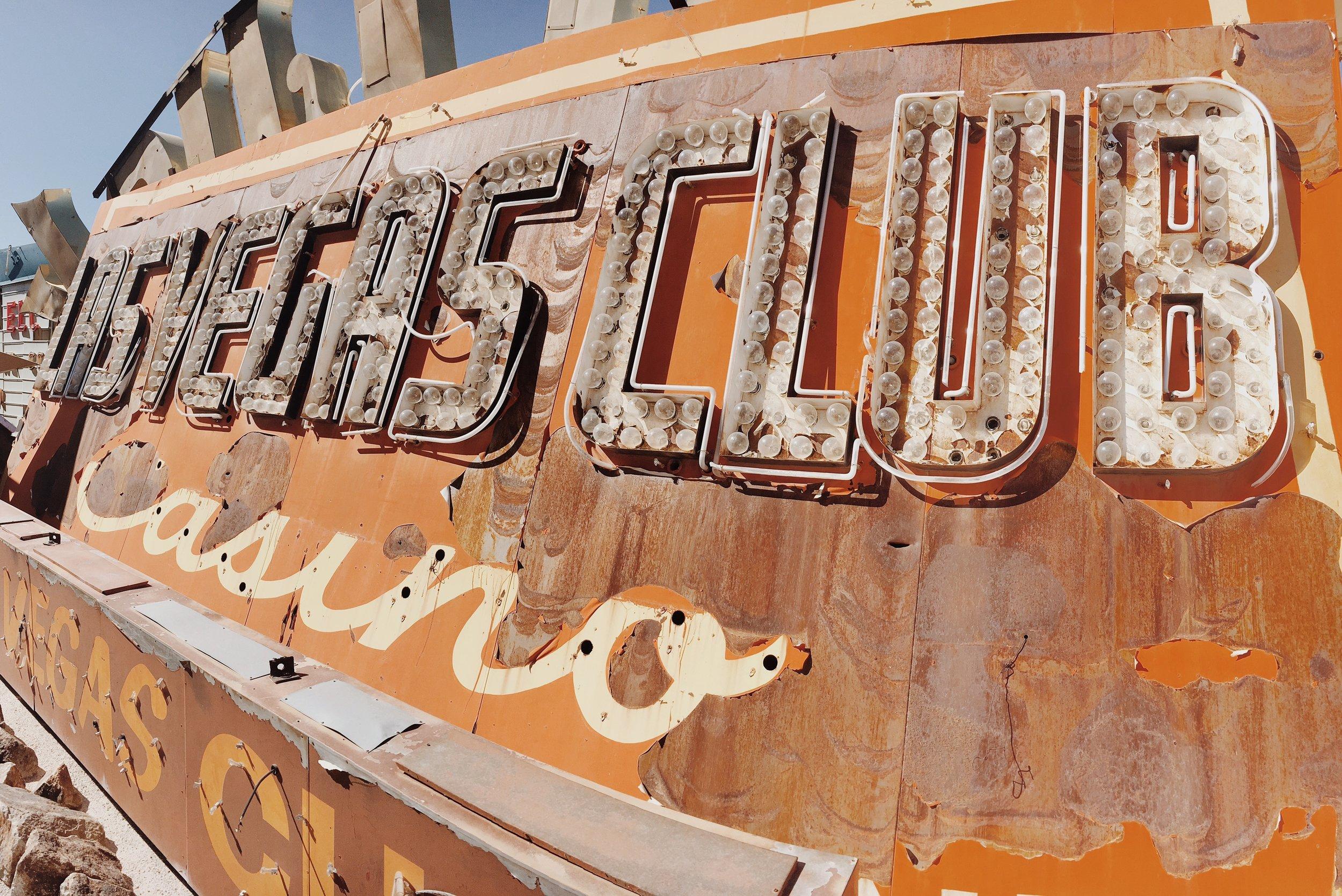 Neon_VegasClub.JPG