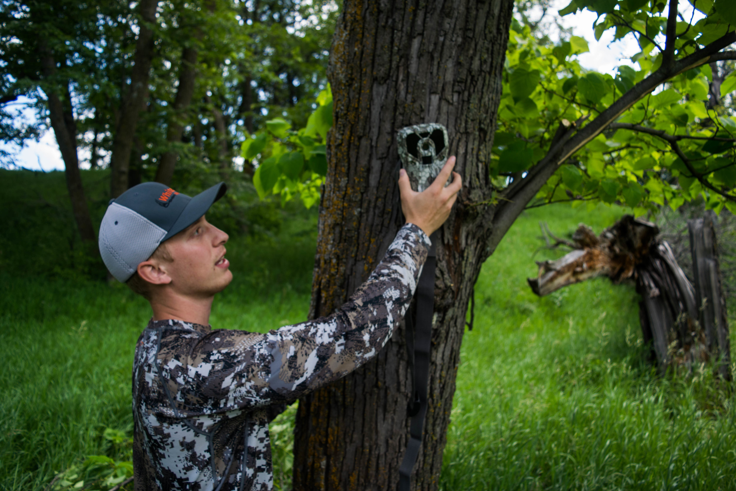 setting-trail-camera