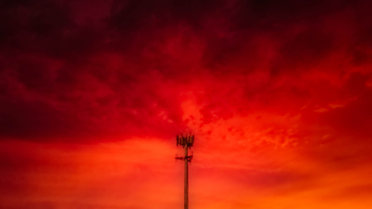 SKY.OrangeMorning.CellTower-1.LFK.081919.jpg