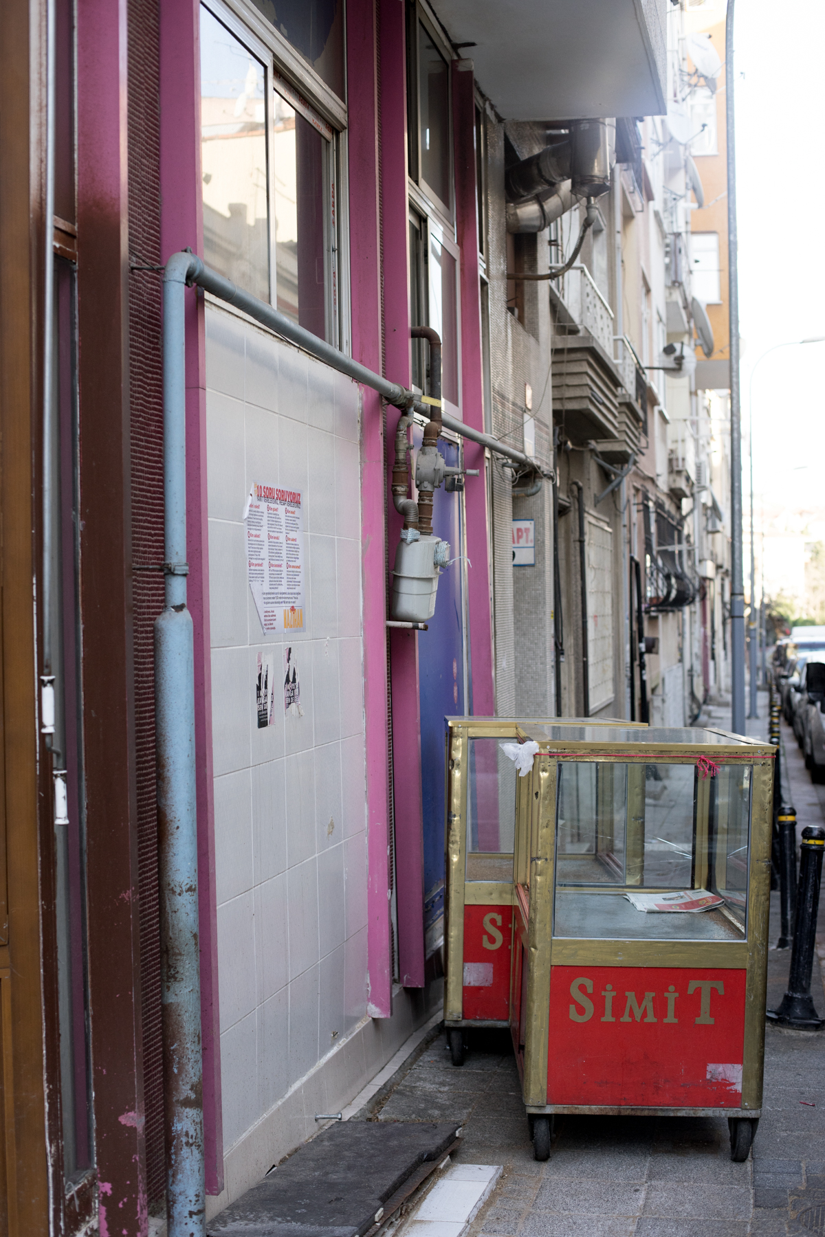 A sad, abandoned simit stand in the backstreets of Kadiköy.