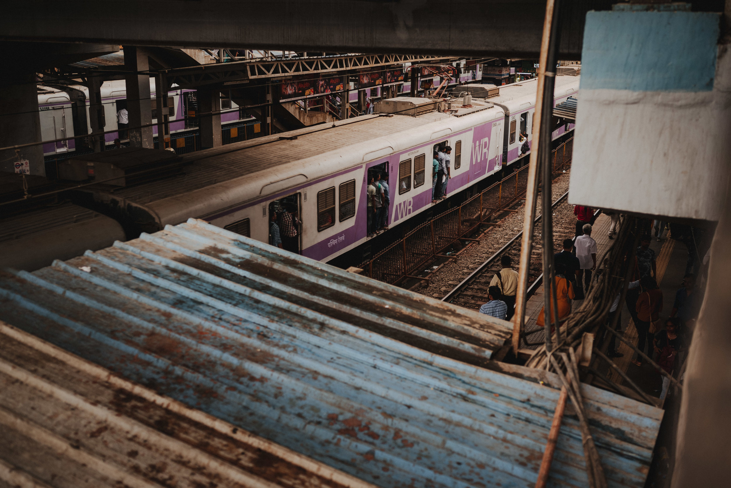 crowded train station in mumbai