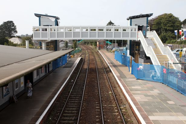 The-new-footbridge-at-St-Austell-Railway-Station.jpg