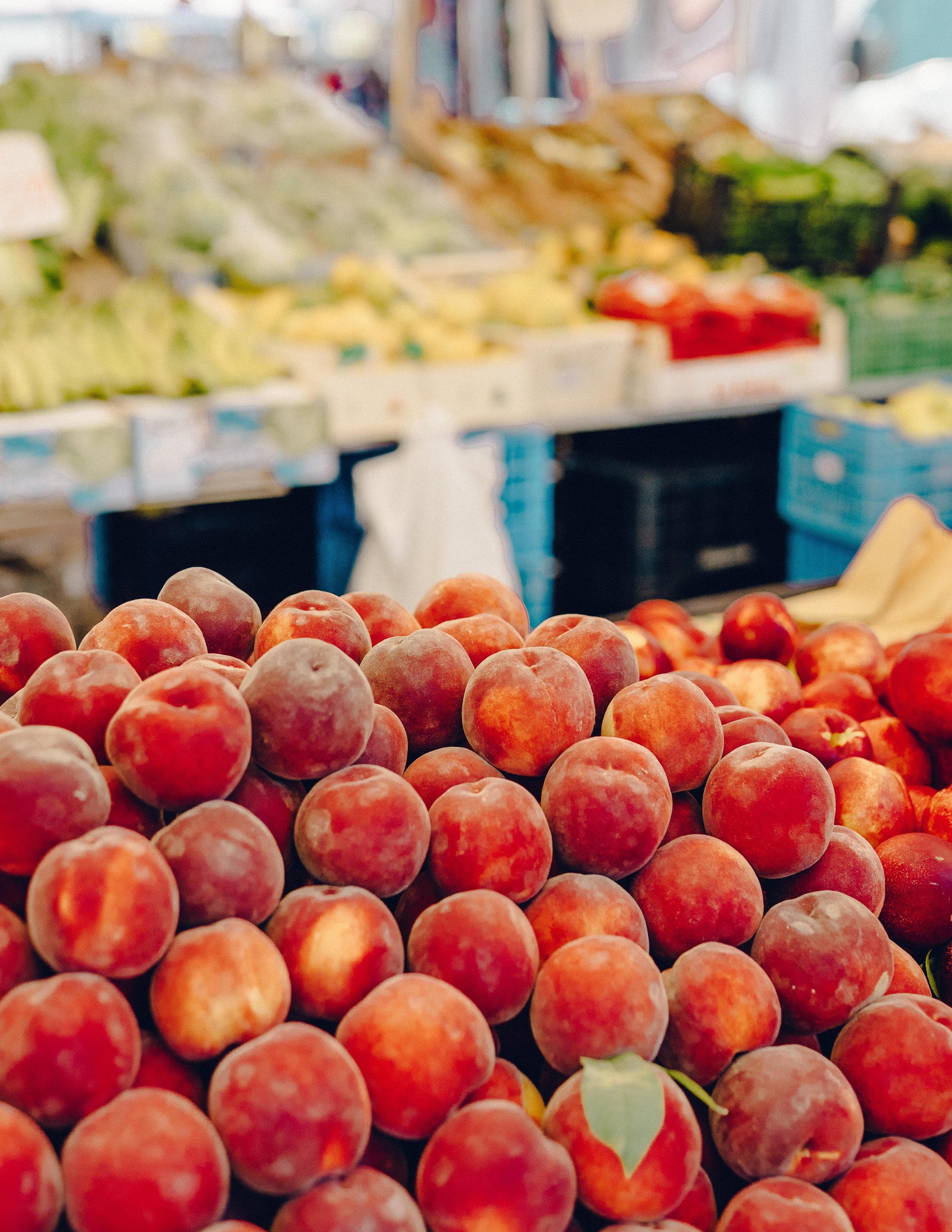 ASROSENVINGE_Roadtrip_Italy_Puglia_Martinafranca_Market_Fruits-07184.jpg