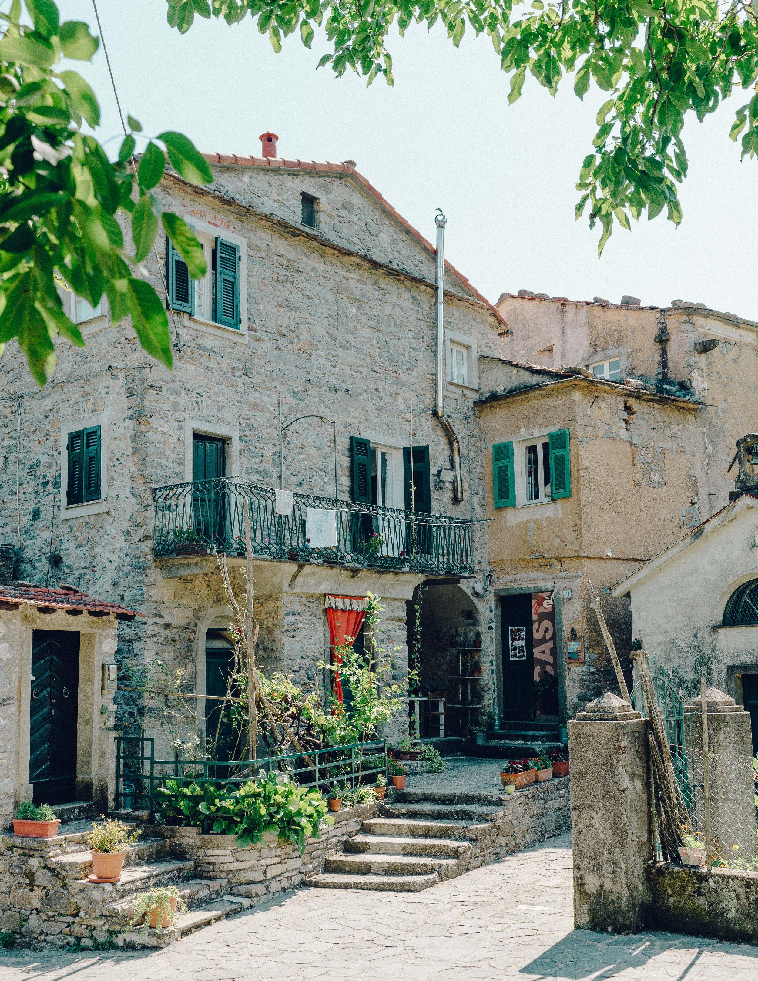 ASROSENVINGE_Roadtrip_Italy_Cinque_Terre_Caste-07767.jpg
