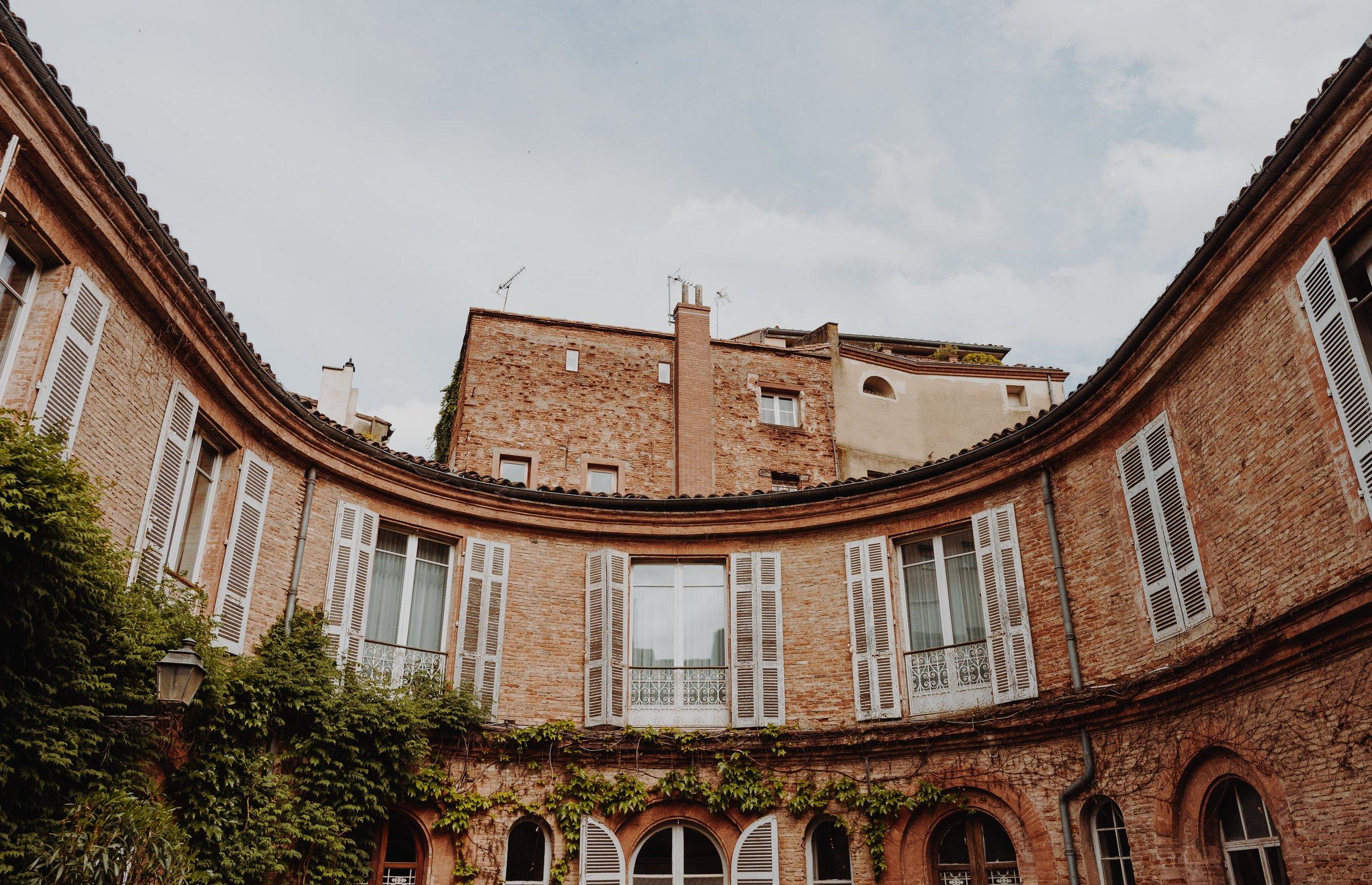 ASROSENVINGE_AtoutFrance_Toulouse_Courtyard_LowRes-04791.jpg
