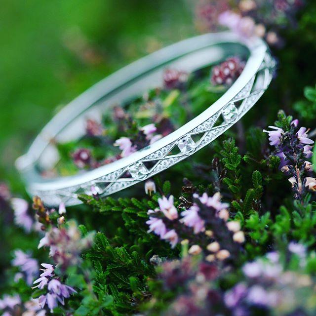 Asscher cut bangle bracelet to match the Asscher cut diamond halo engagement ring. #diamondconsultants