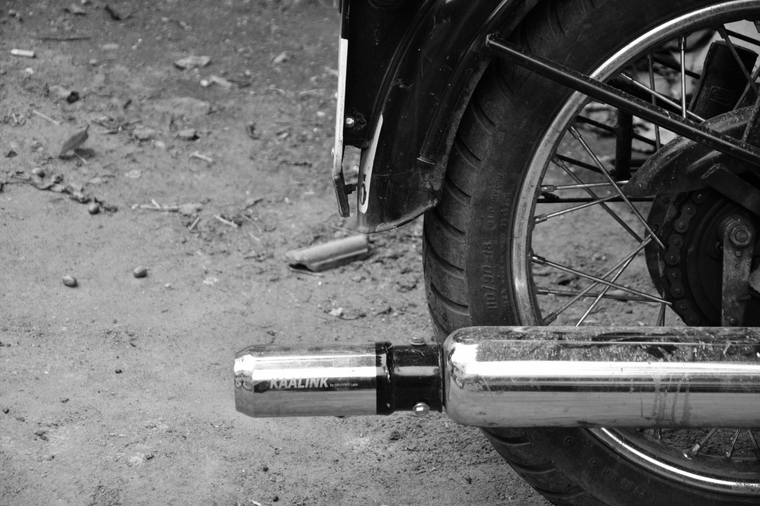 A  Kaalink™  prototype, retrofitted to the exhaust pipe of a motorcycle.Image source:Graviky Labs