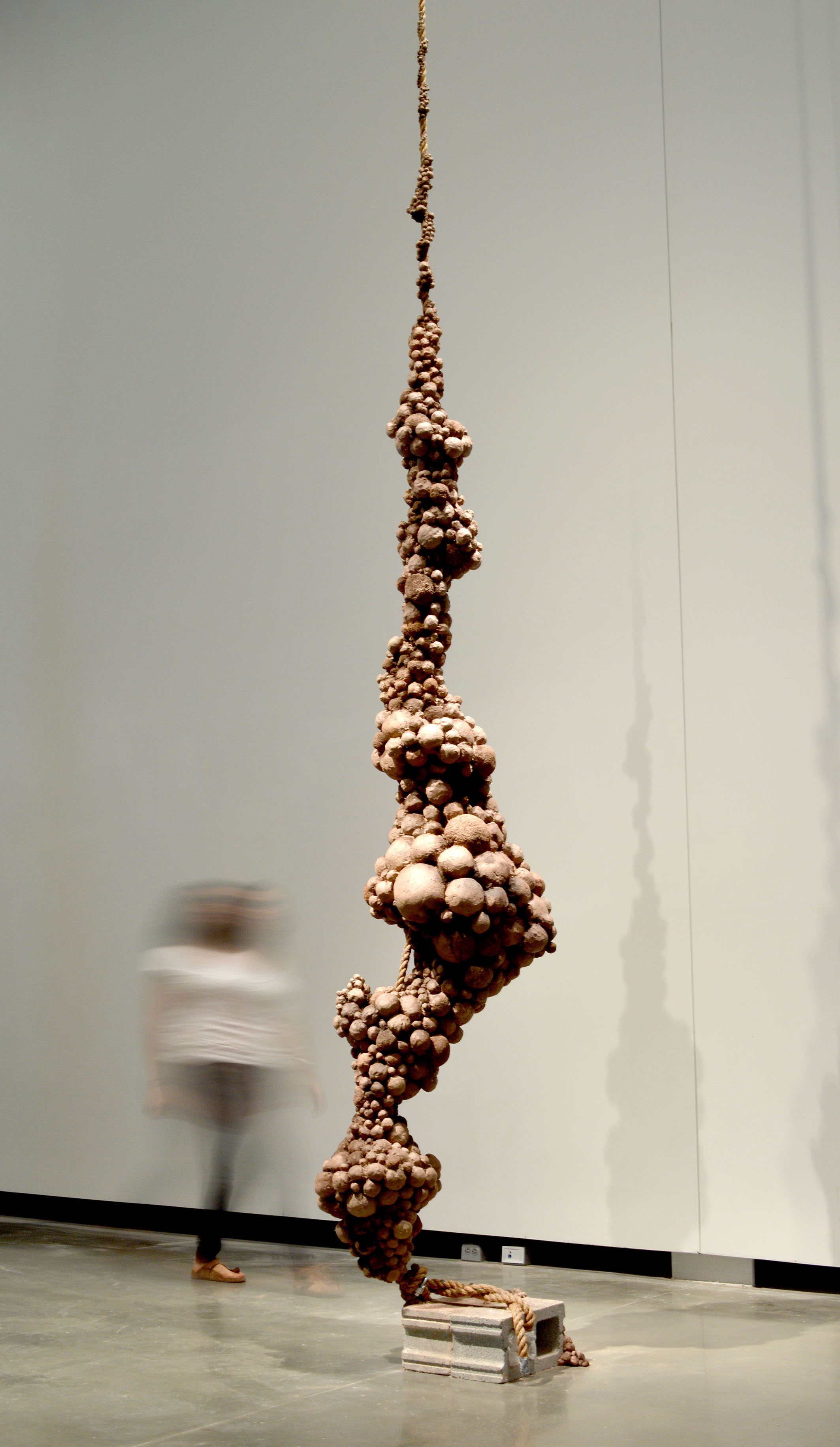 A towering work embraces verticality, crafted in raw clay, by Patricia Mato-Mora