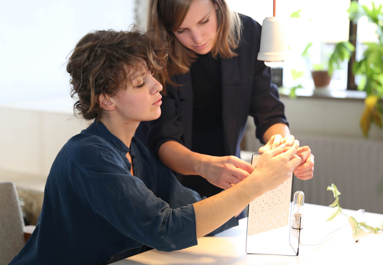 Alissa and Nienke work on their newest project  Woven Light. Image by Sarah van Timmeren, Dorst & Lesser