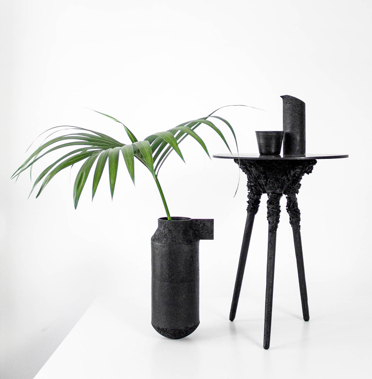 Vessels, and table with threaded, detachable legs– The Forgotten Collection  by Lapatsch|Unger, Second edition