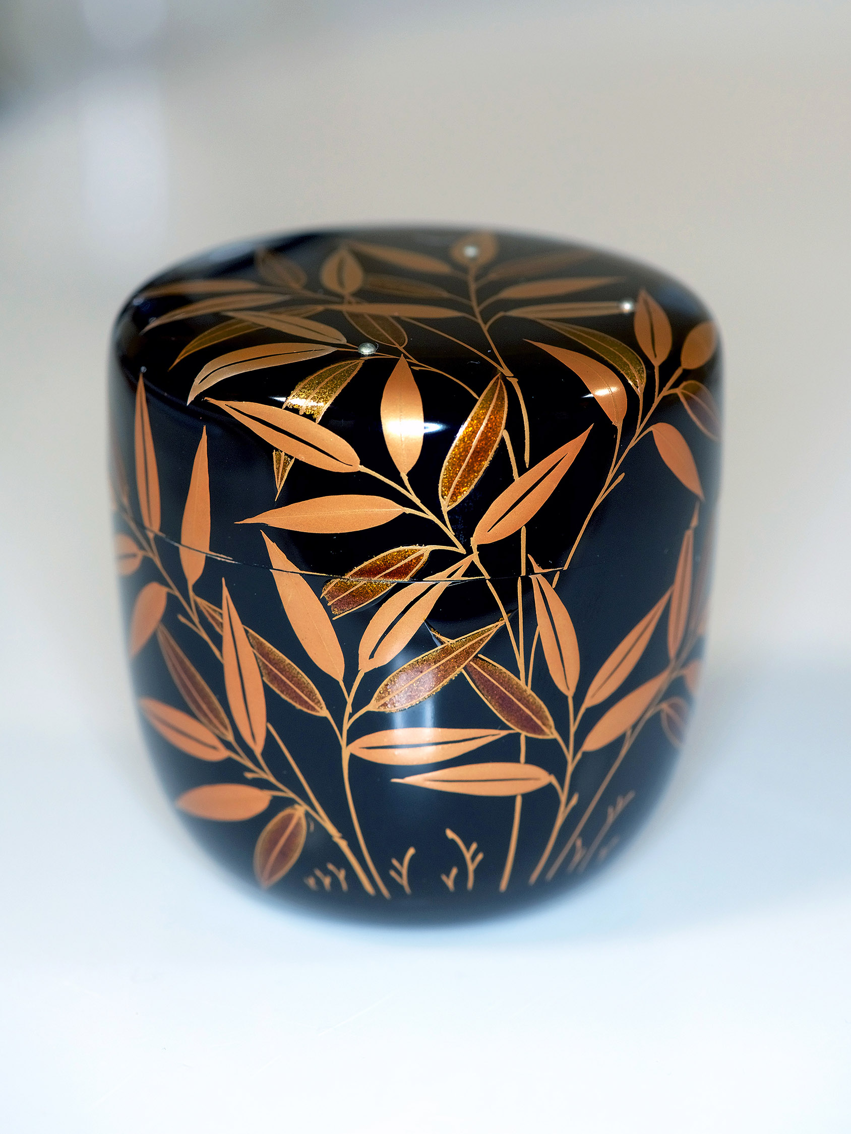 Japanese Lacquerware on wood, Image source: Shutterstock