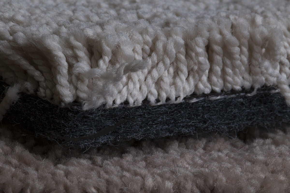Niaga Carpet with reversible adhesive