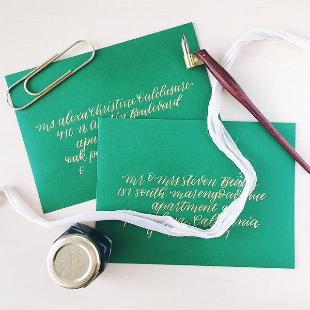 Thinking about these favorite envelopes of mine from earlier this summer. Gold on green, can't go wrong. 🌟💚