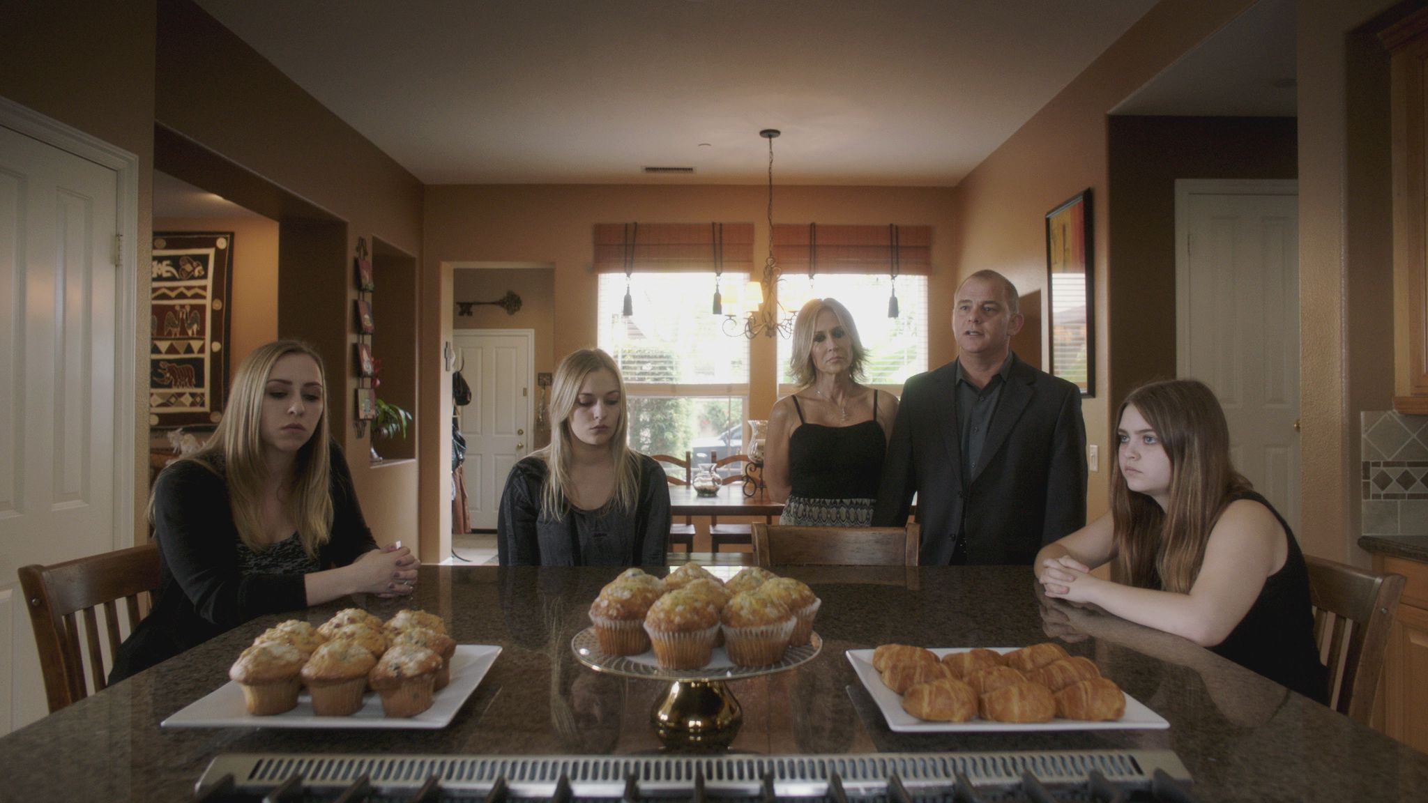 So many muffins in this  mise en scene .