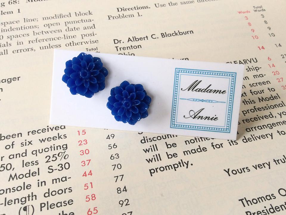 e-stud9-rb<br>royal blue medium dahlias</br>