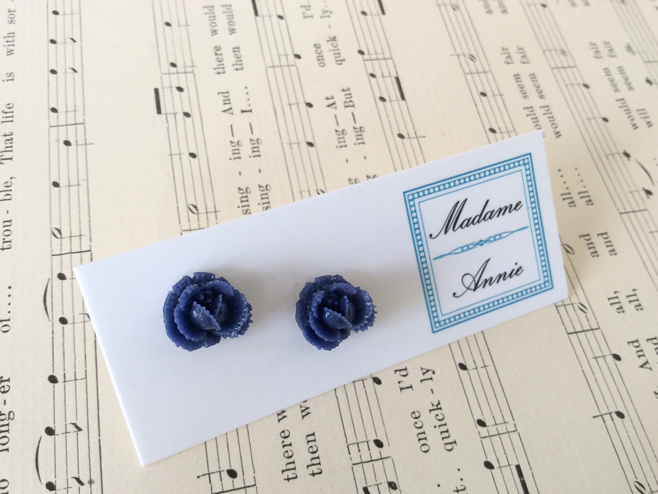 e-stud4-nv<br>navy small roses</br>