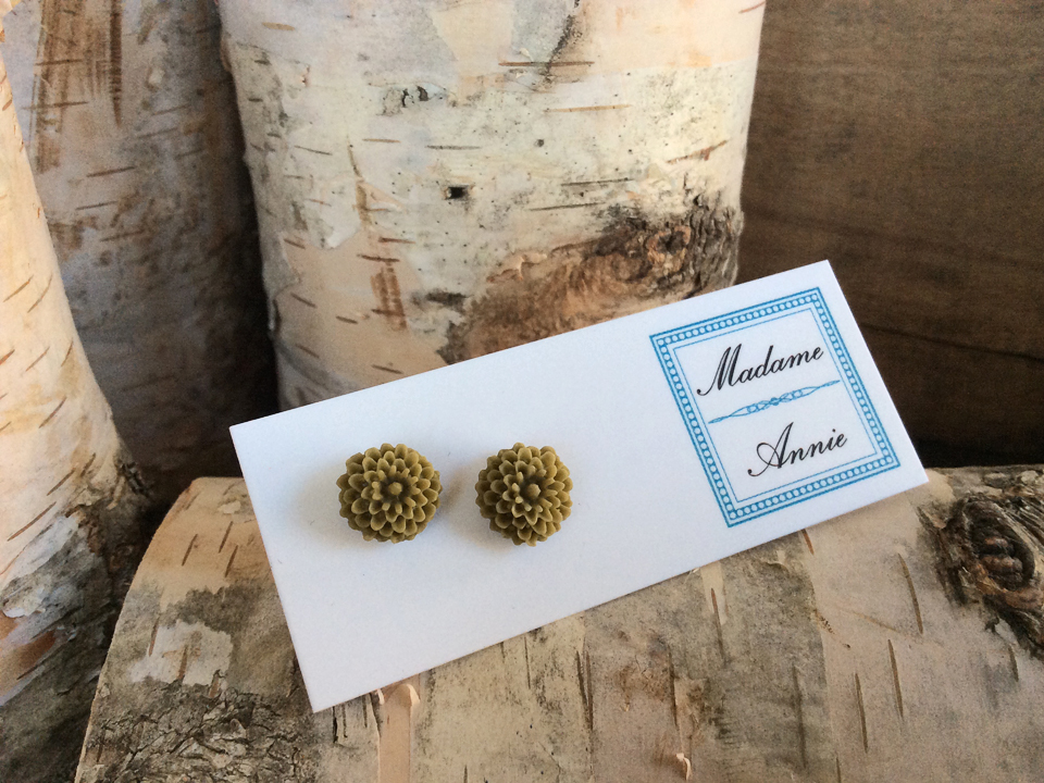 e-stud3-ol<br>olive small mums</br>