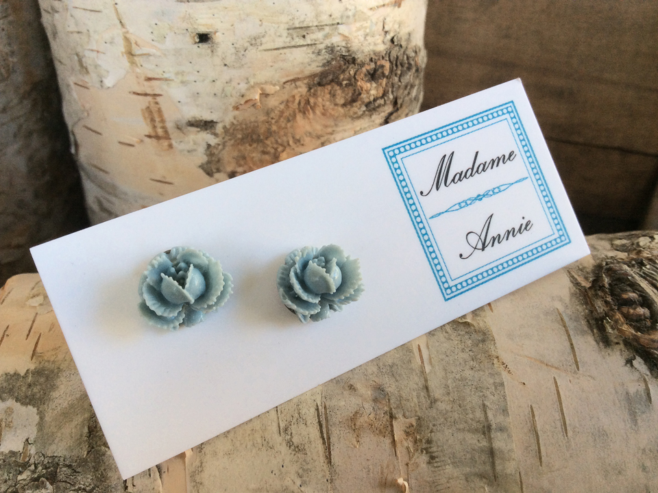 e-stud40po<br>porcelain small roses</br>