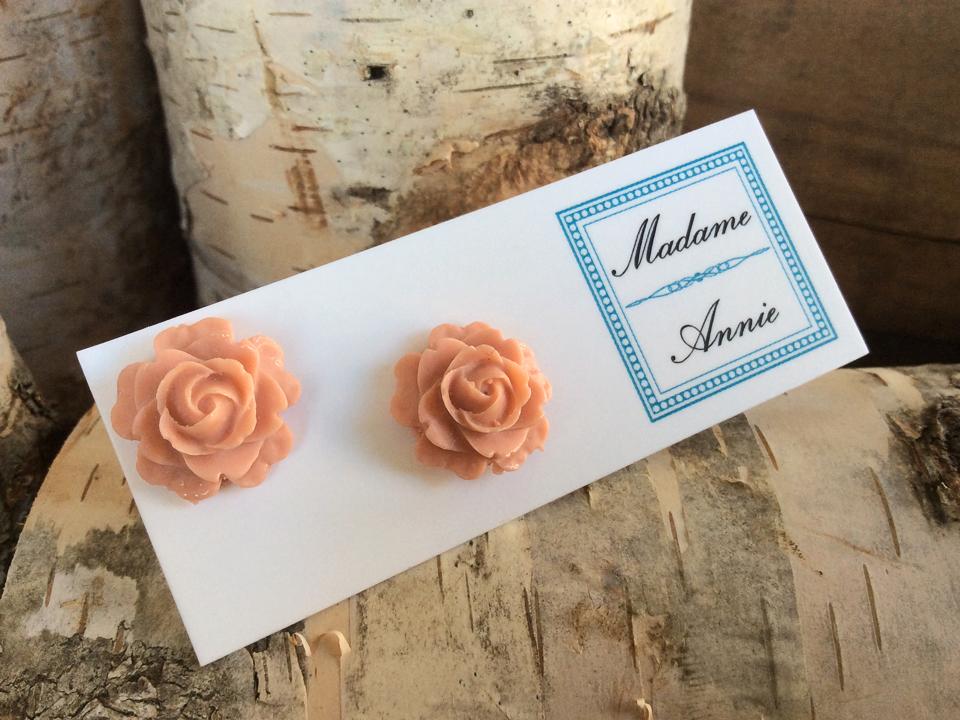 e-stud26<br>medium roses</br>