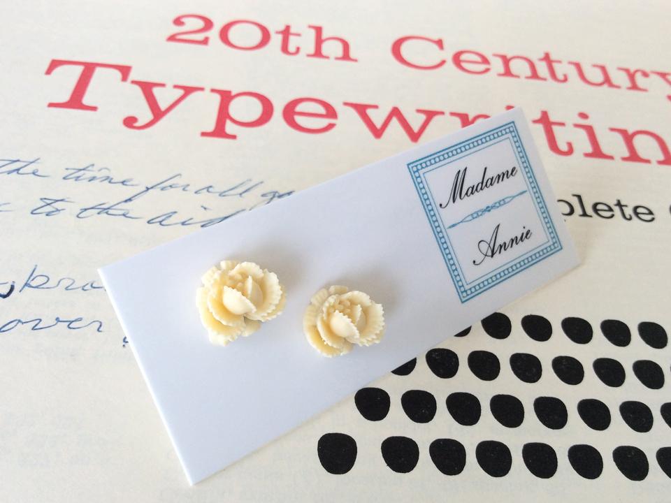 e-stud4-cr<br>cream small roses</br>