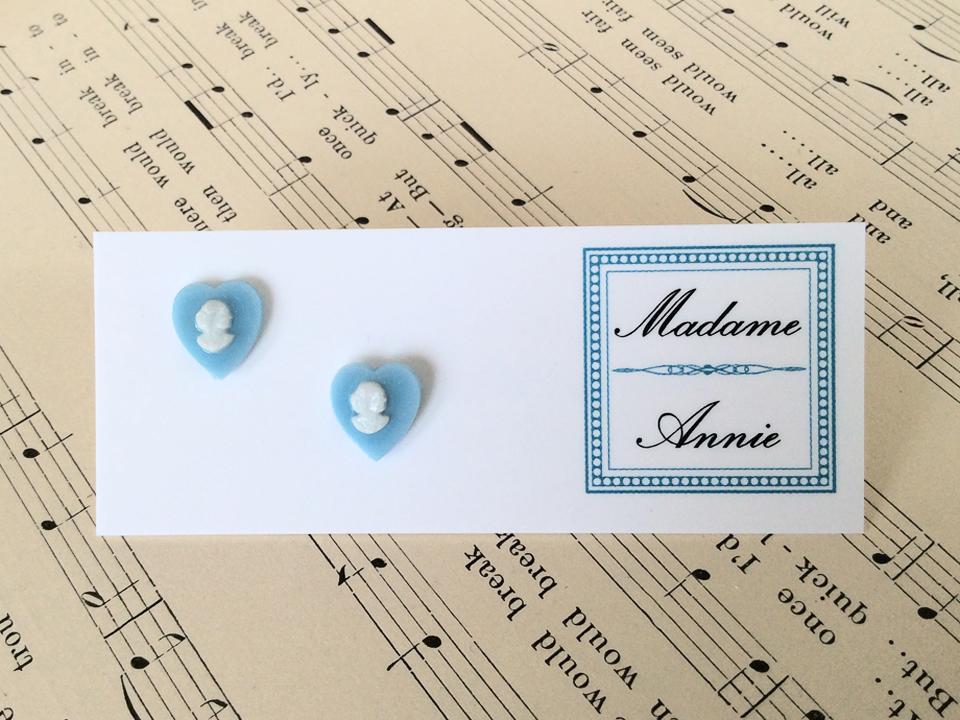 e-stud74-sb<br>sky blue cameo hearts</br>