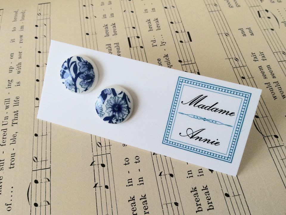 e-stud82<br>blue & white floral</br>