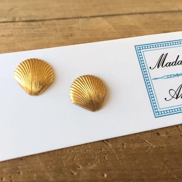 e-stud7<br>brass seashells</br>