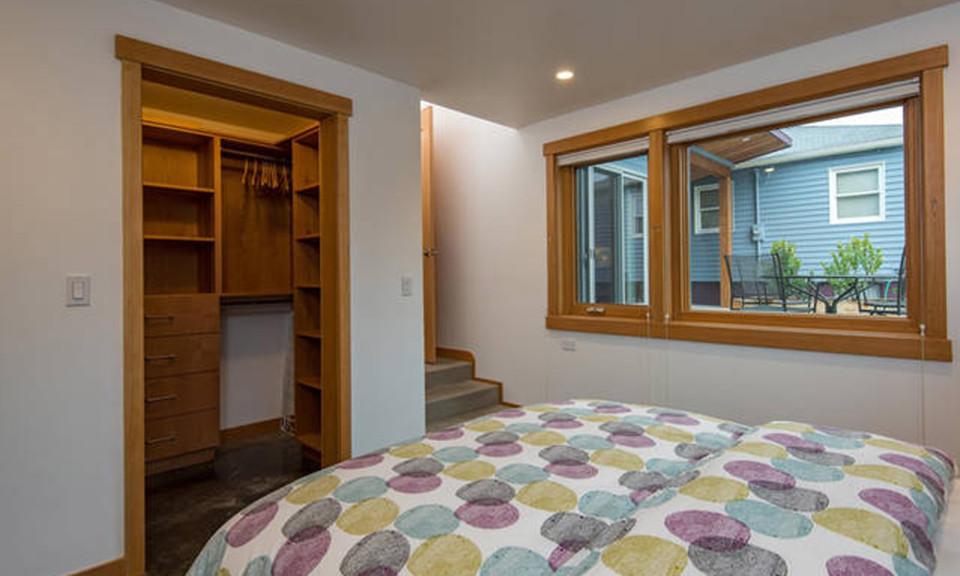 Comfortable-Bedroom-960x576.jpg