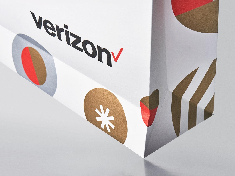 100716_Verizon_Holiday_Bag_23656CS_2000px.jpg