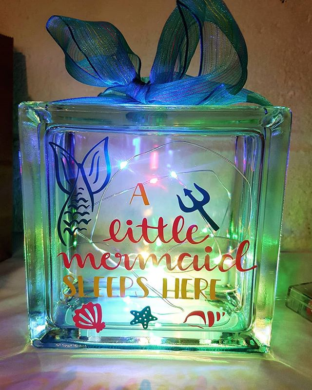 Pretty glass block perfect for any little girls room. Lovely colourful lights and rainbow ribbon. #glassblock #ĺightbox #fairylights #mermaids #girlsroom #pretty #personalise #walthamstowparents #walthamforest #welovemarkets #welovemermaids #London