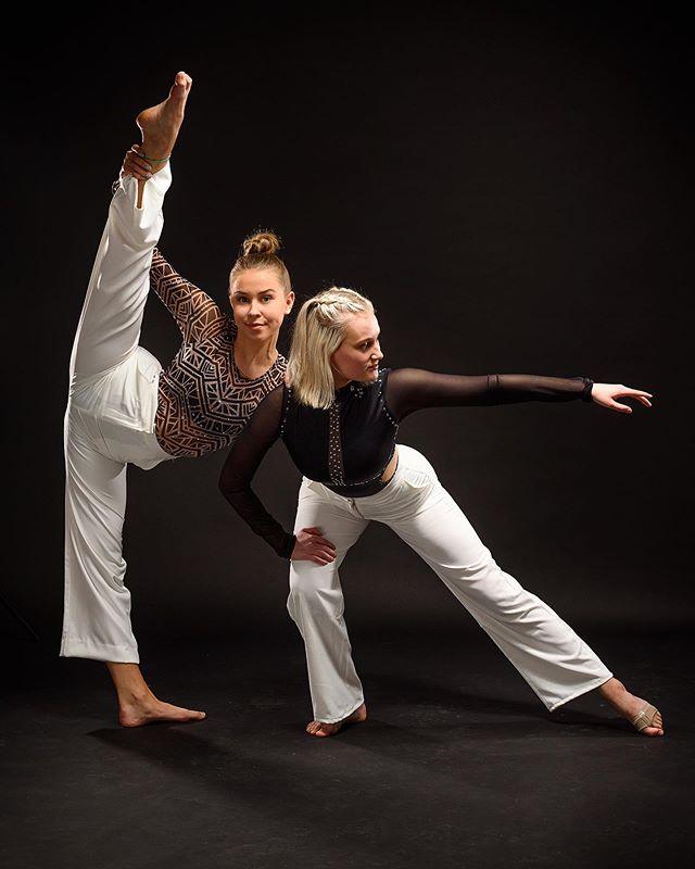 @primeacademyfinland  @studiomovedanceschool • •  #dance #dancephotography #dancer #dancing #duo #acrobatics #contortion #contortionist #flexibility #flexible #fit #fitness #dancelife #tanssi #tampere #primeakatemia #studiomove #finland #broncolor