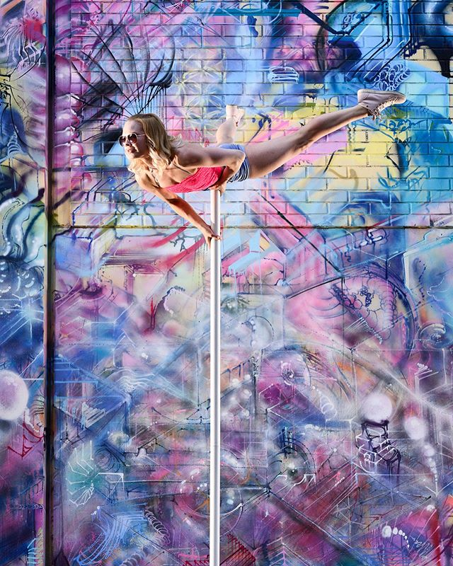 At the great wall of graffiti. 🎆🎇 @terhitavi 🎇🎆 . . #acrobatics #aerialflex #aerialcontortion #aerialarts #aerialartist #aerialacrobatics #aerialphotography #aerialistcontortion #flexibility #flexible #fitness #fit #polelove #polesport #poleart #dance #dancer #dancing #dancephotography #graffiti #akrobatia #tankotanssi #tanssi #tampere #finland