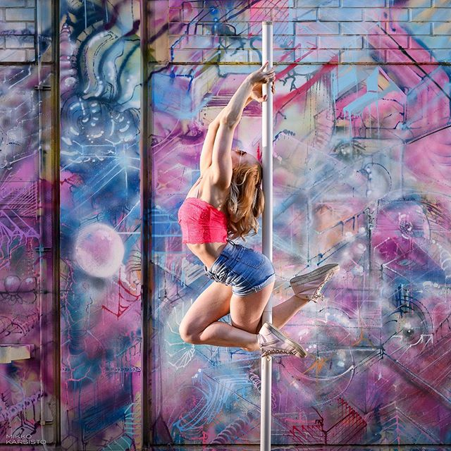 At the great wall of graffiti. 🎆🎇 @terhitavi 🎇🎆 . . #acrobatics #aerialflex #aerialcontortion #contortion #aerialarts #aerialartist #aerialacrobatics #aerialphotography #aerialistcontortion #flexibility #flexible #fitness #fit #polelove #polesport #poleart #dance #dancer #dancing #dancephotography #graffiti #akrobatia #tankotanssi #tanssi #tampere #finland