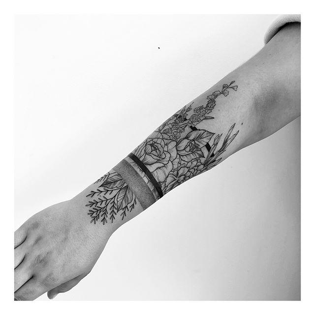 Finished this floral arm band for @oliviaassuncaao yesterday! Thanks gurrrrrl . Done: @inkandwatertattoo . . . . #floraltattoo #fineline #tattoos #tattoo #torontotattoos #blxckink #linework #drawing #flash #blackworktattoo #blackworkers #linework  #blackworkerssubmission #flowers #wildflowers #downtowntoronto #blacktattoo #artist  #tattooartist #delicate #prettytattoo #dotwork #flash #blackandgrey #femaleartist #tattoocollection #pretty #inkandwater #foliage