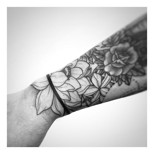 Floral and herb arm band from today  Done @gritnglory . Still have some availability left here in NY tomorrow and Thursday and have a bunch of flash with me If you're interested in booking some time with me email me your ideas to ashleycdriscoll@gmail.com with the subject New York! . Know someone in NY? Tag them and let me know what you think!👇🏻 . . . . #newyork #newyorkcity #newyorktattoo #tattoo #tattoos #tattooguestspot #travelingartist #illustration #minimalist #femaleartist #flash #dotworktattoo #tattoocollection #mandalatattoo #alldotmandala #dotwork #blackline #blackwork #blackworktattoo #blackworkers #blackworkerssubmission #floraltattoo #fineline #floral