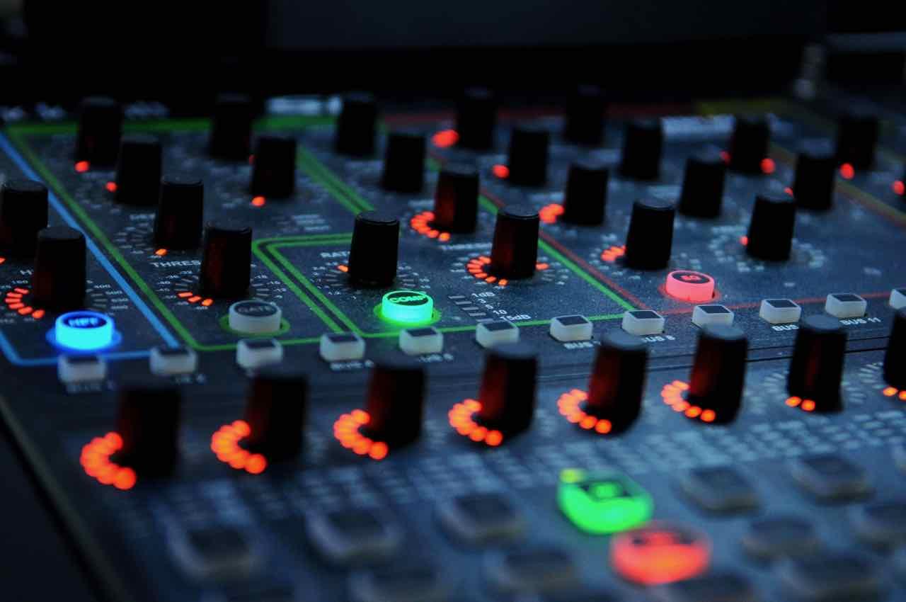 music-light-technology-equipment-color-dj-860799-pxhere.com.jpg