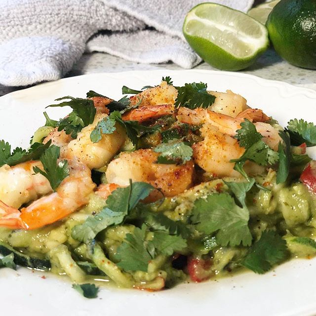 Peace ✌🏾. I live for one skillet meals. Zucchini noodles, grilled shrimp, avocado sauce, cilantro, a HINT of fresh squeezed lime juice. Done. 🌱🌱🌱🌱