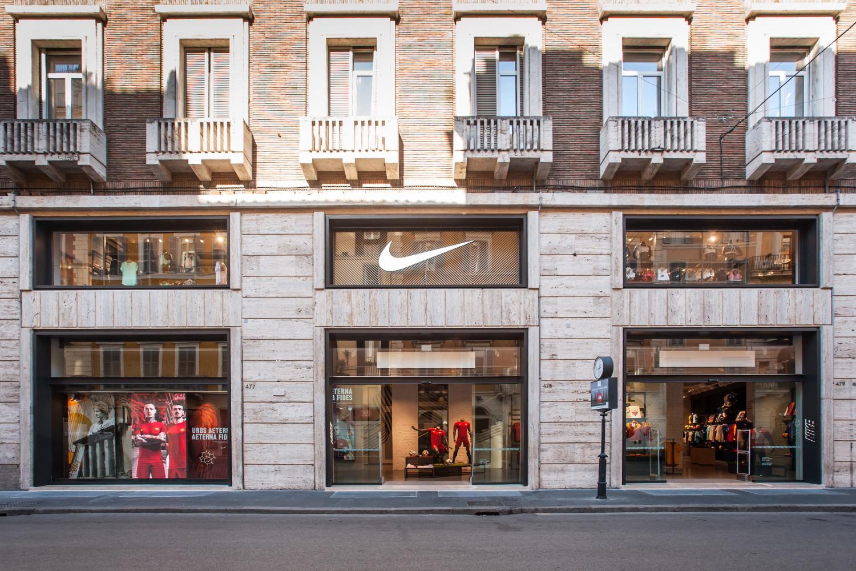 Nike Roma Via Del Corso Michelle Teh