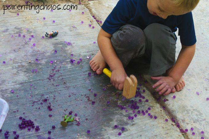 SOURCE:http://parentingchaos.com/hammering-water-beads/