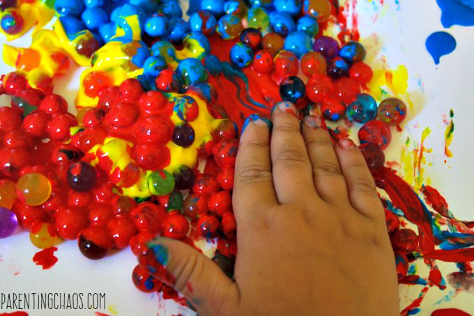 SOURCE:http://parentingchaos.com/painting-with-water-beads/