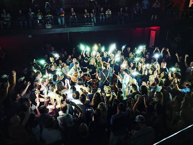 Not my first rodeo with @kishi_bashi , but this one probably topped them all! W/ top notch concert buds @fetacheeseplz @clairestreamed . . . . . #kishibashi #houstonmusic #heightstheater #livemusic #concert #crowd #encore #omoiyari